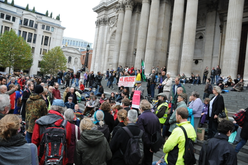 Meeting for worship outside saint Paul's cathedral. Photo: Martin Kunz.